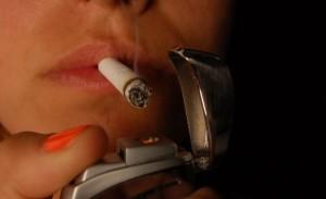 mujer fumj
