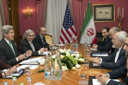El secretario de Estado de EEUU, John Kerry, en reunión con el ministro de Relaciones Exteriores de Irán, Javad Zarif, en Lausana